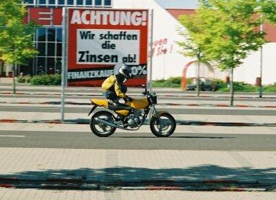 stunt sur MZ 125 RT